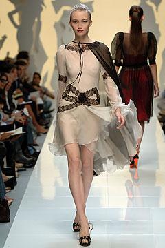 法国时装秀透明薄纱56